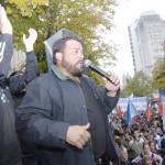 Caravana a La Plata por el aumento salarial. Agustín García, secretario gremial de la AJB